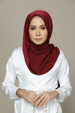 Nailea Satin Shawl (Maroon)