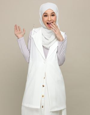AFIYA LONG VEST IN WHITE