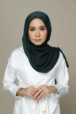 Nailea Satin Shawl (Dark Green)
