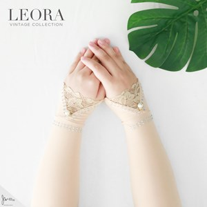 LEORA HANDSOCK IN NUDE
