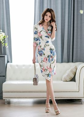V-neck pleated Slim Floral Dress