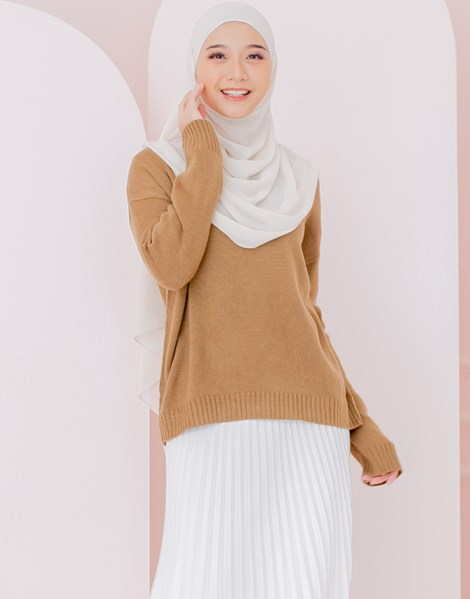 ASHLEY KNITTED TOP IN ALMOND