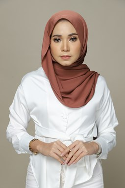 Nailea Satin Shawl (Cinnamon)