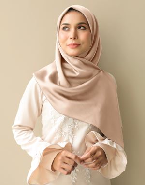 LANA SQUARE SCARF IN CHAMPANGE NUDE