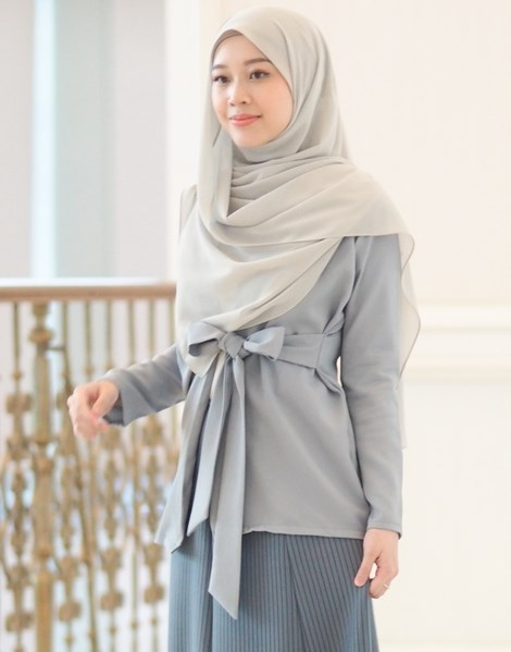 SYAIMA WRAP TOP IN ASH GREY