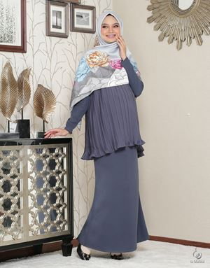 Lara Alana Pleated Kurung : Dark Grey