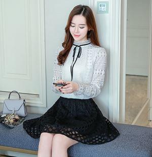 Long-sleeved lace shirt