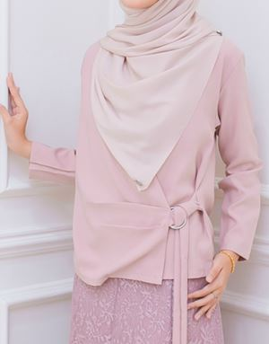 KAIRA BELTED TOP IN BLUSH