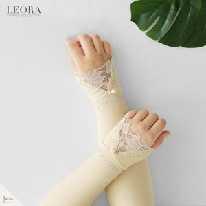 LEORA HANDSOCK IN CREAM