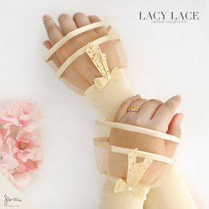 LACY LACE HANDSOCK IN CREAM