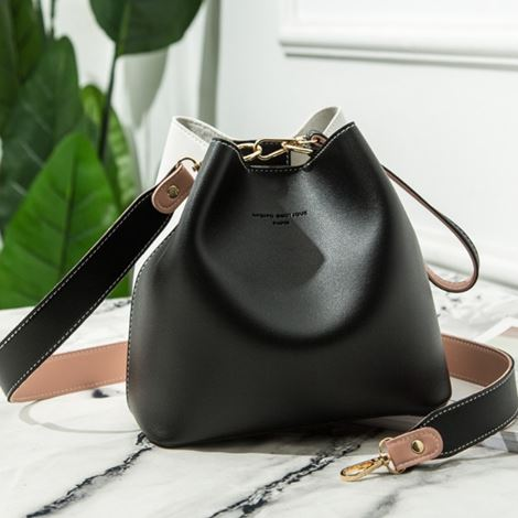 BUCKET SLING BAG | BLACK