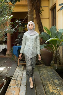 Zaiton Kebaya (Light Grey)