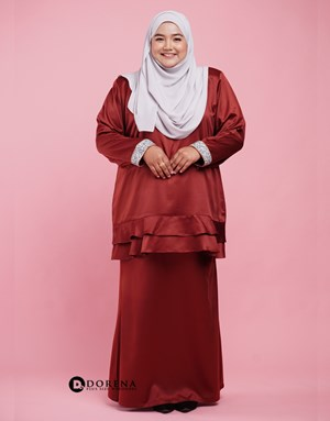 Kurung Nabeela (Brick Red)
