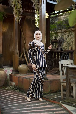 Saloma Kurung (Black)