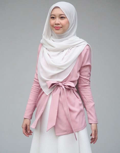 SYAIMA WRAP TOP IN DUSTY PINK