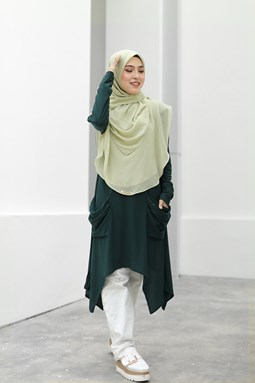 CATHERINE IRONLESS BLOUSE IN EMERALD GREEN