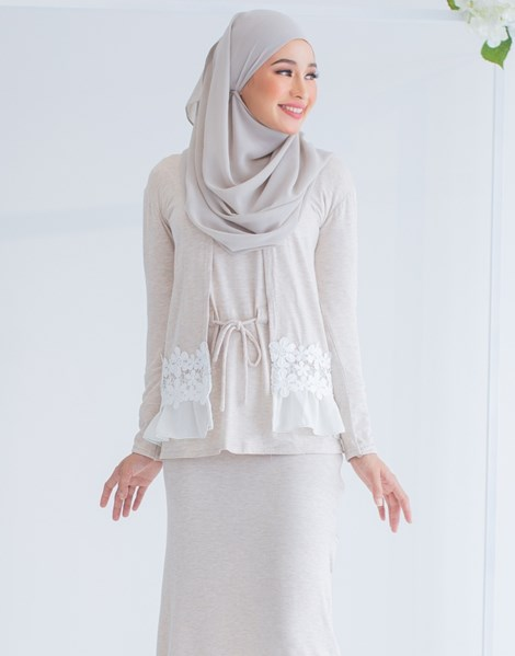 LUCY LACE CARDIGAN IN SANDY BEIGE