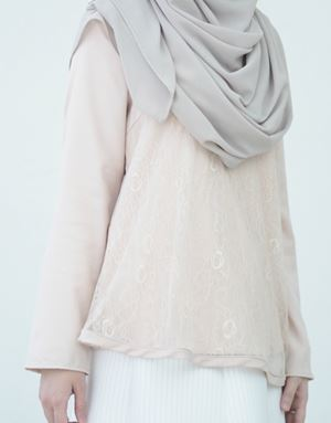 BASIC LACE TOP IN NUDE