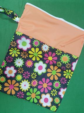 Wetbag For Cloth Diapers - Double Zip  (Daisies)