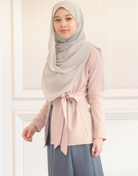 SYAIMA WRAP TOP IN BEIGE SAND