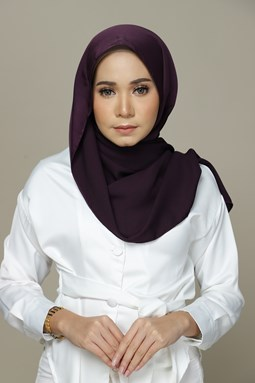 Nailea Satin Shawl (Mulberry)