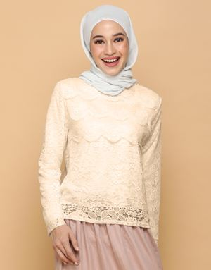 HANNAH LACE TOP IN BUTTER COOKIES