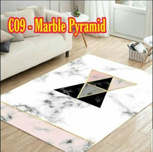 C09 - Marble Pyramid