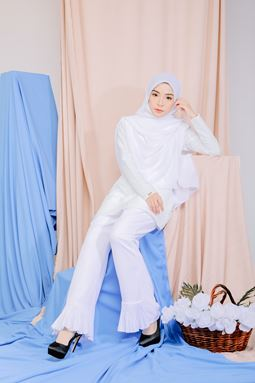 RUFFLE PANTS (WHITE)