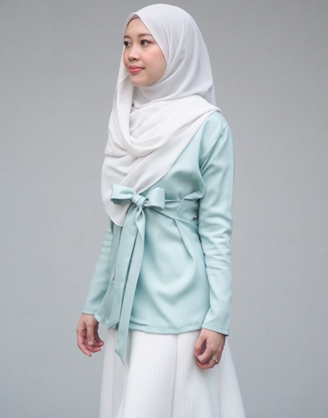 SYAIMA WRAP TOP IN MINT GREEN