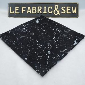 ABSTRACT WHITE SPLASH ON BLACK 210437